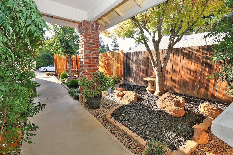 Photo of 9317 Hoyleton Way, Elk Grove, CA 95758 (MLS # 221114161)