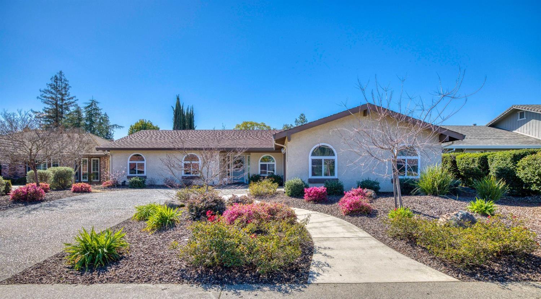 Photo of 9168 Winding Oak Drive, Fair Oaks, CA 95628 (MLS # 221014166)