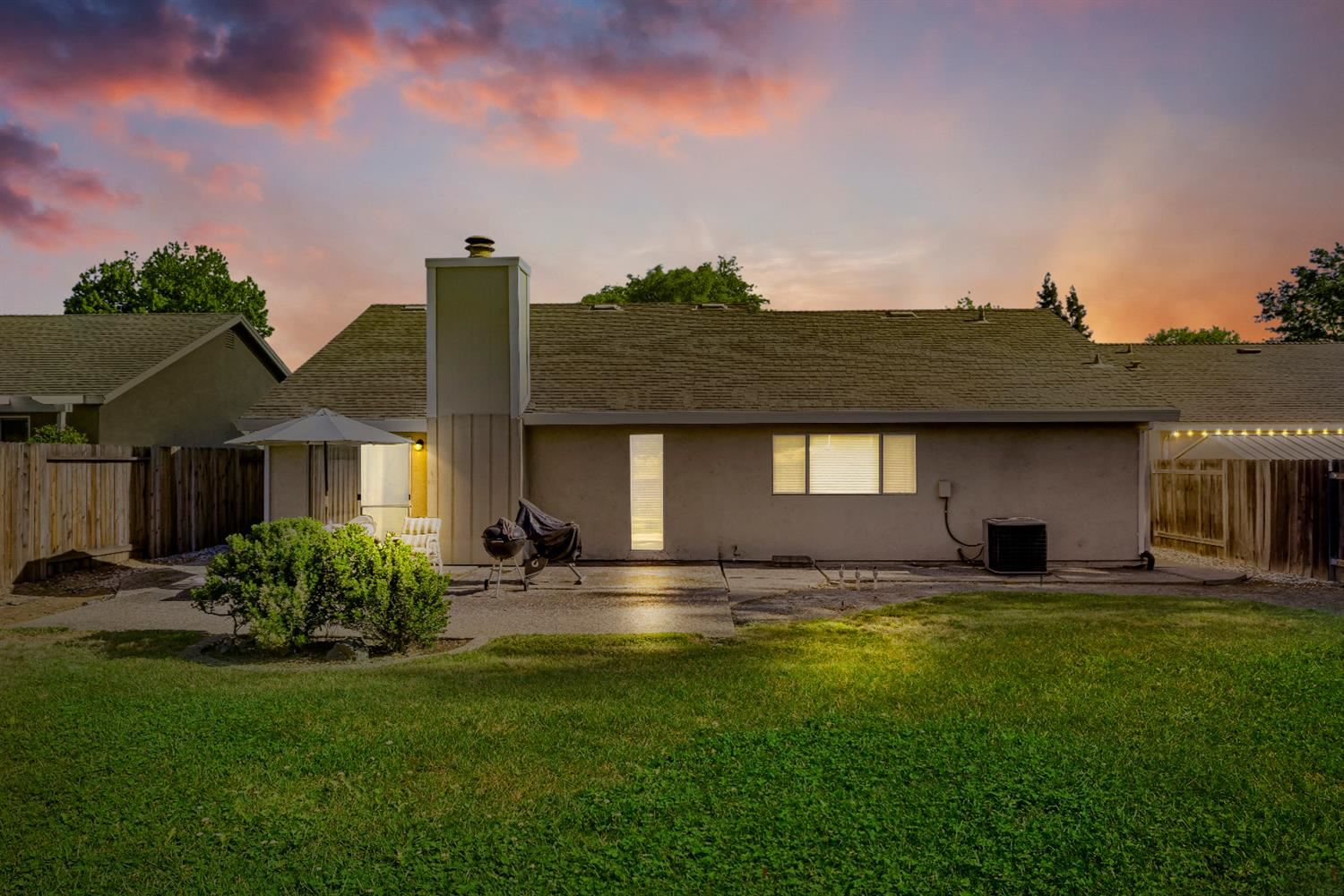 Photo of 7413 Santa Susana Way, Fair Oaks, CA 95628 (MLS # 221049186)