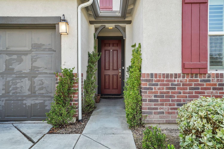 Photo of 308 Bramble Court, Roseville, CA 95747 (MLS # 221116225)