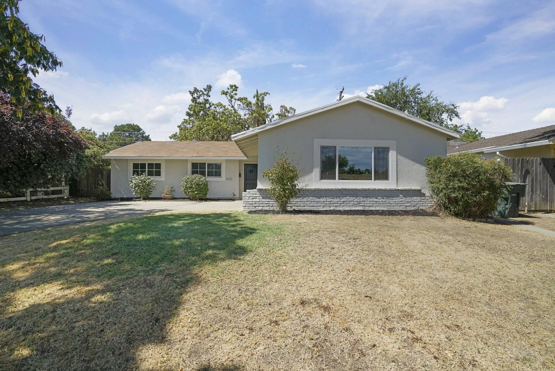 Photo of 2825 Erin Drive, Sacramento, CA 95833 (MLS # 221115226)