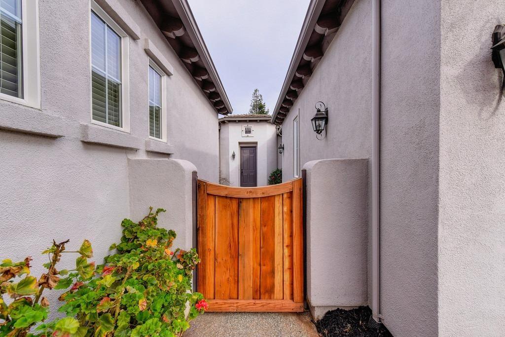 Photo of 1526 Freswick Drive, Folsom, CA 95630 (MLS # 221013232)