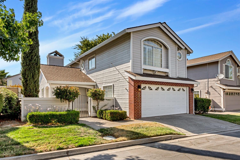 Photo of 4015 Eastwood Village Lane, Carmichael, CA 95608 (MLS # 221094244)