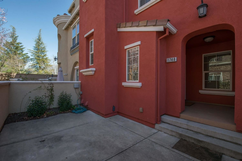 Photo of 1748 Camino Real Way, Roseville, CA 95747 (MLS # 221009260)
