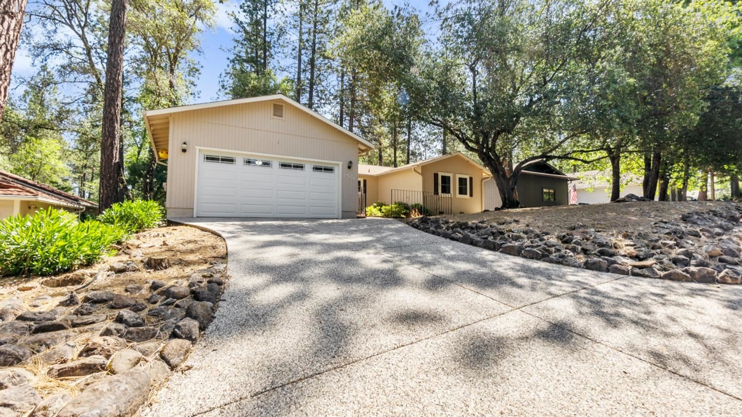 Photo of 19676 Chaparral Circle, Penn Valley, CA 95946 (MLS # 221049264)