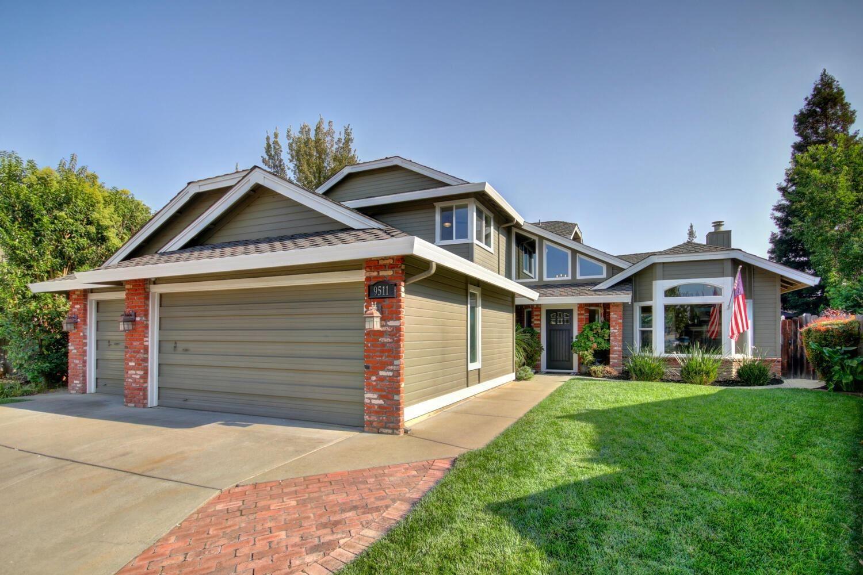 Photo of 9511 Esmont Court, Elk Grove, CA 95758 (MLS # 20057286)