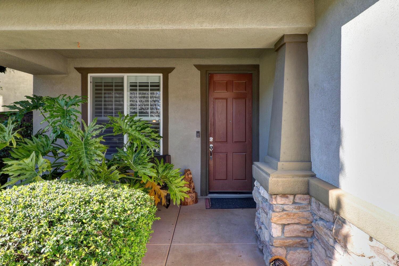 Photo of 117 Henley Court, Roseville, CA 95747 (MLS # 221011296)