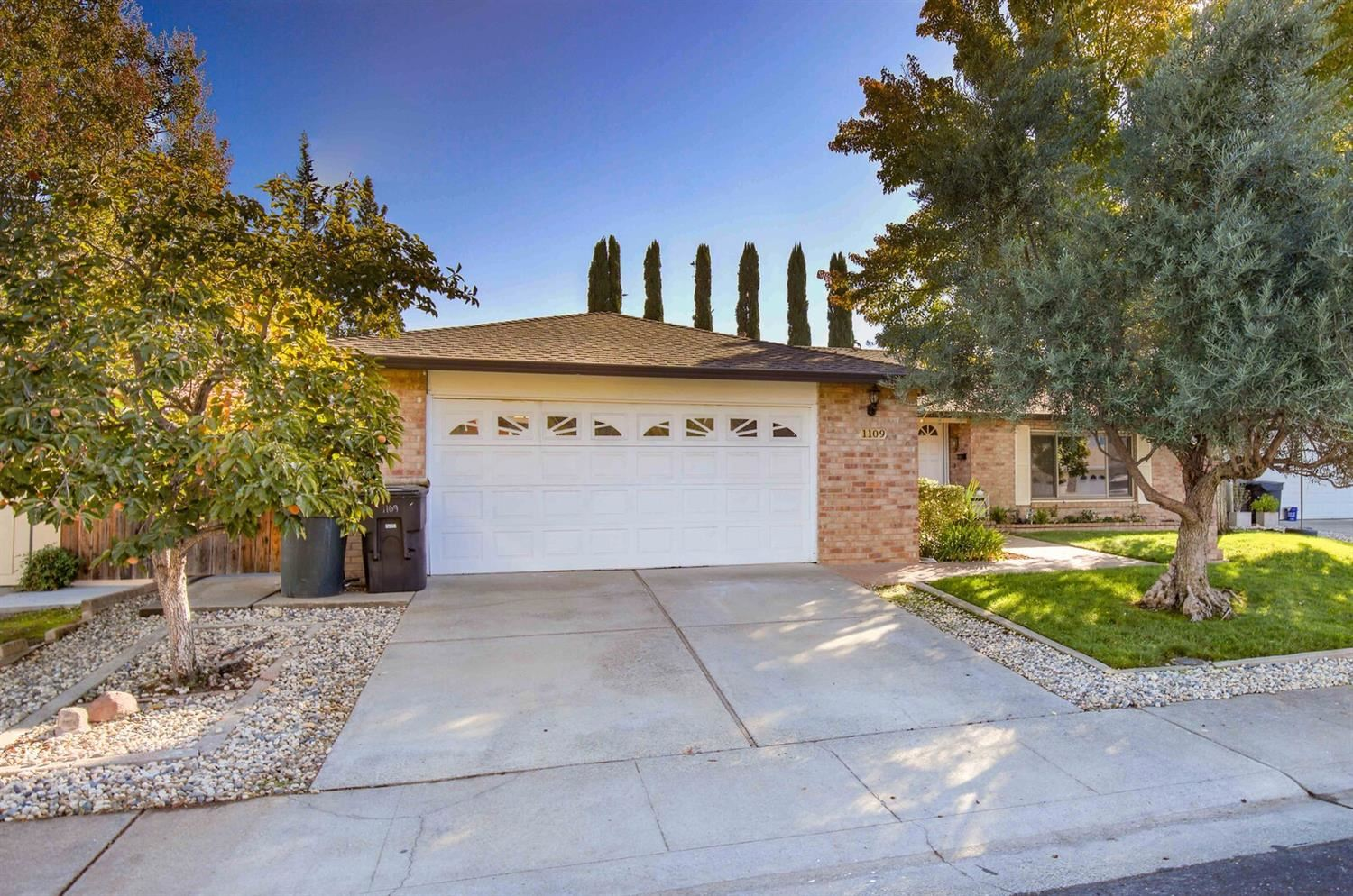 Photo of 1109 Woodberry Court, Roseville, CA 95661 (MLS # 20063317)