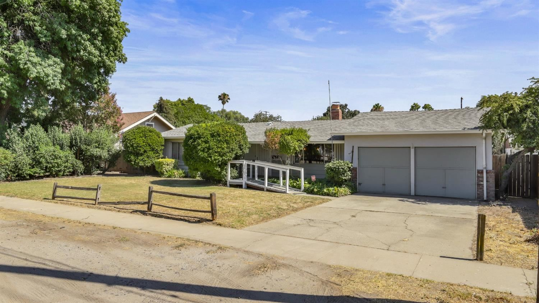 Photo of 726 Elm Avenue, Modesto, CA 95351 (MLS # 221088317)