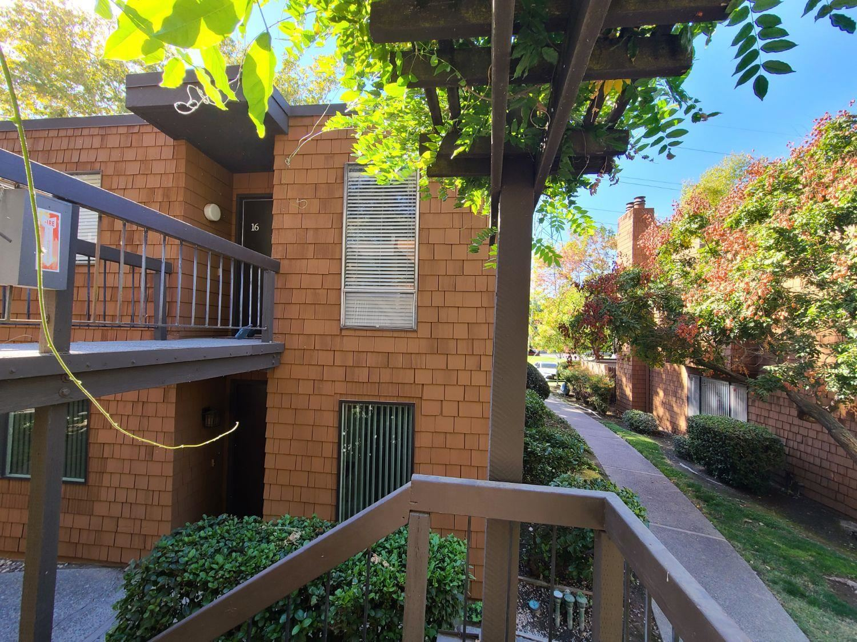 Photo of 790 Woodside Lane #16, Sacramento, CA 95825 (MLS # 221132321)