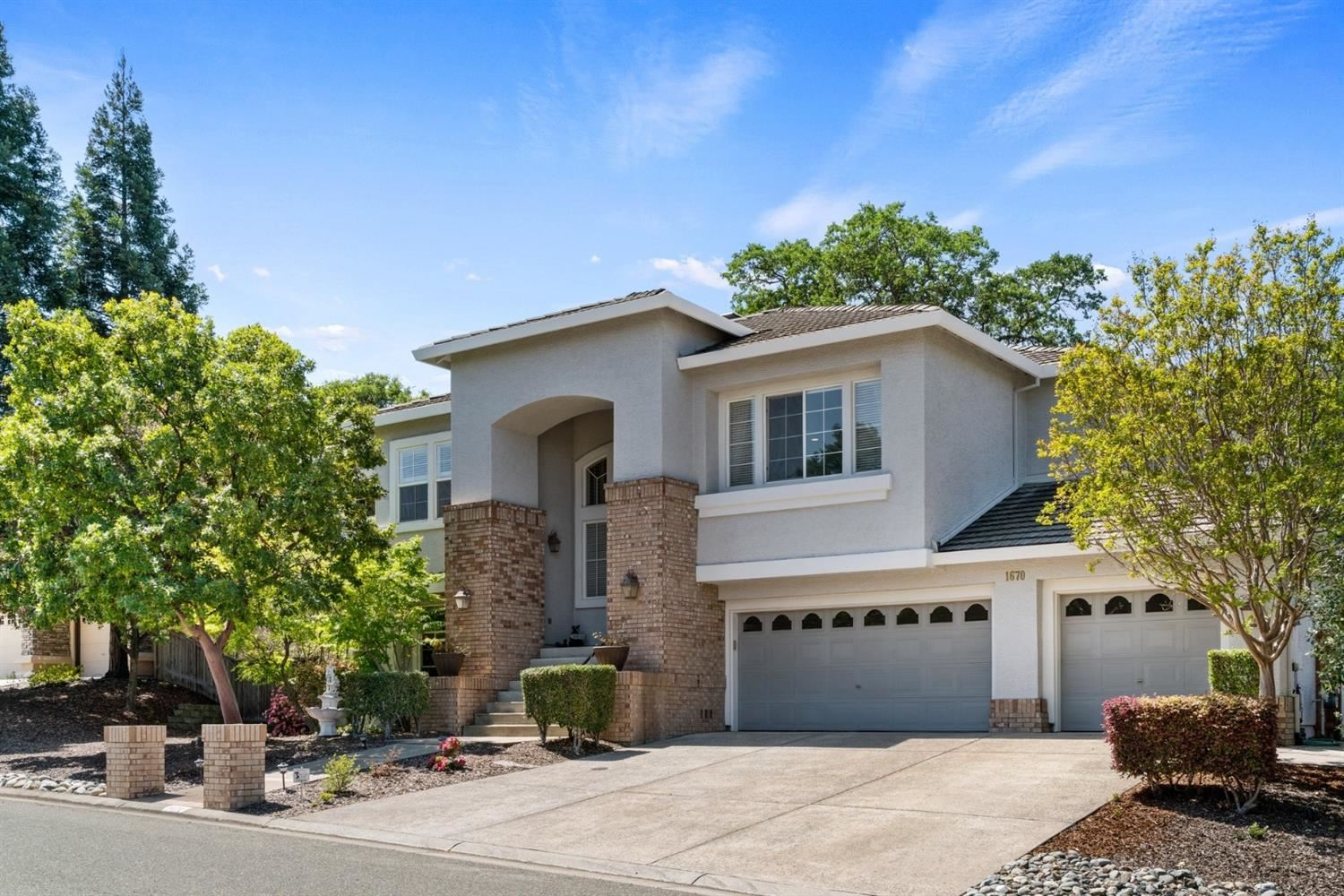 Photo of 1670 Halifax Way, El Dorado Hills, CA 95762 (MLS # 221035329)
