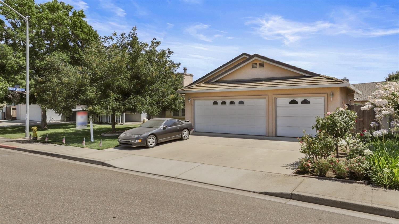 Photo of 1320 Aptos Drive, Turlock, CA 95382 (MLS # 221088329)