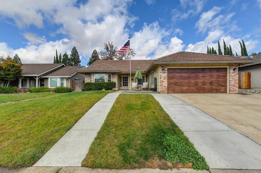 Photo of 632 Dawnridge Road, Roseville, CA 95678 (MLS # 221137329)