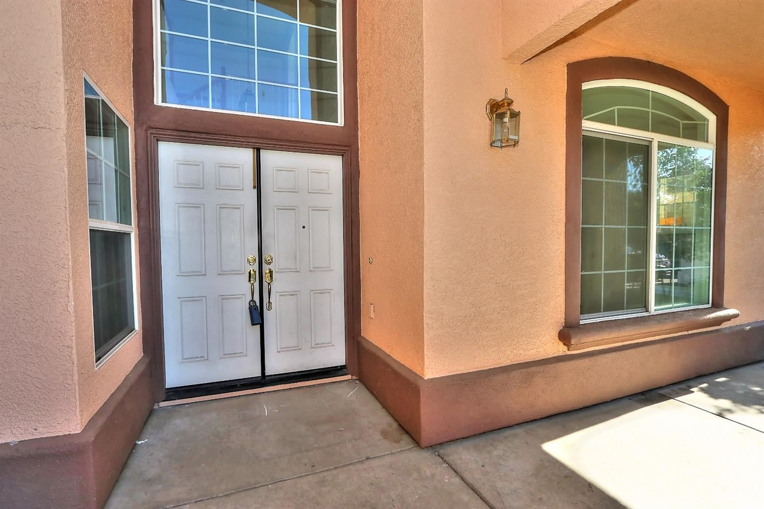 Photo of 8756 Morning Glory Way, Elk Grove, CA 95624 (MLS # 221046336)