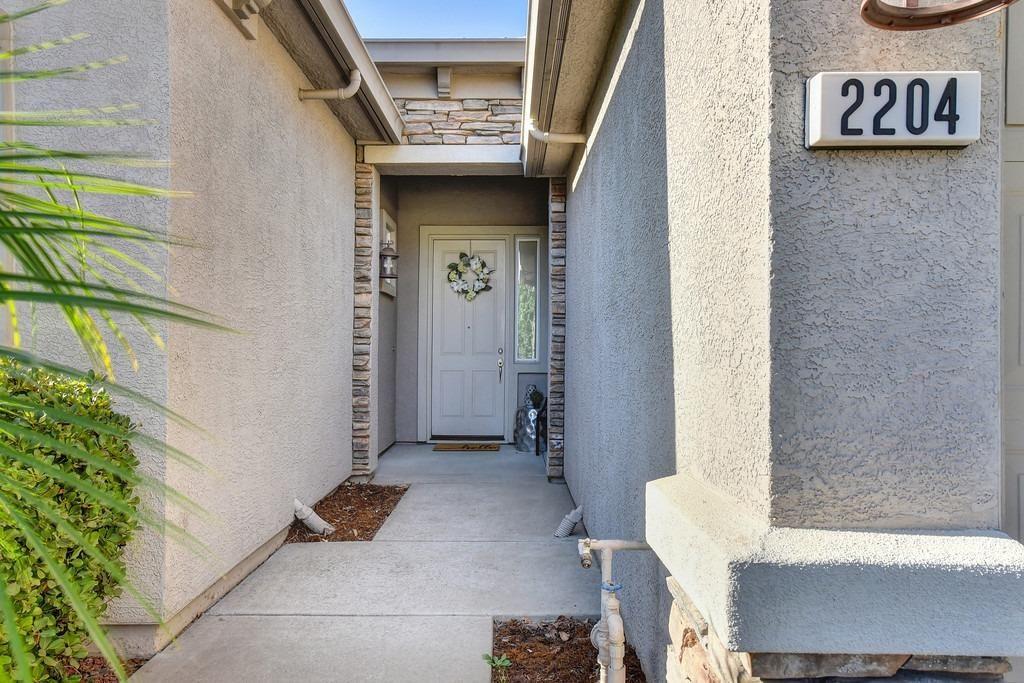 Photo of 2204 Homestead Hills Court, Folsom, CA 95630 (MLS # 221108349)