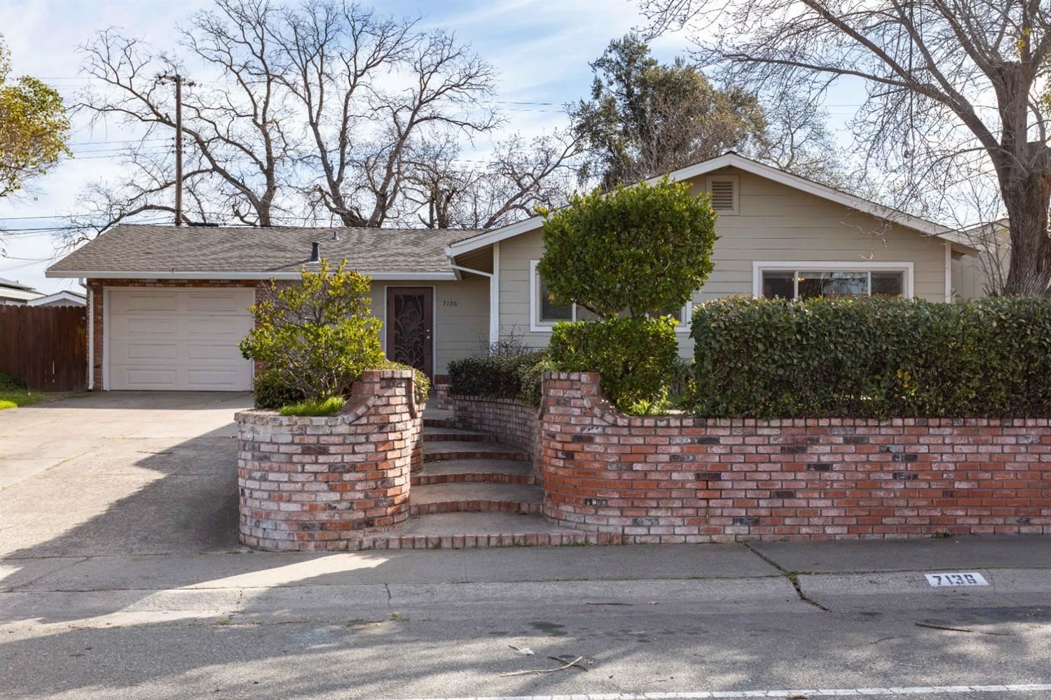 Photo of 7136 Carriage Drive, Citrus Heights, CA 95621 (MLS # 221014377)