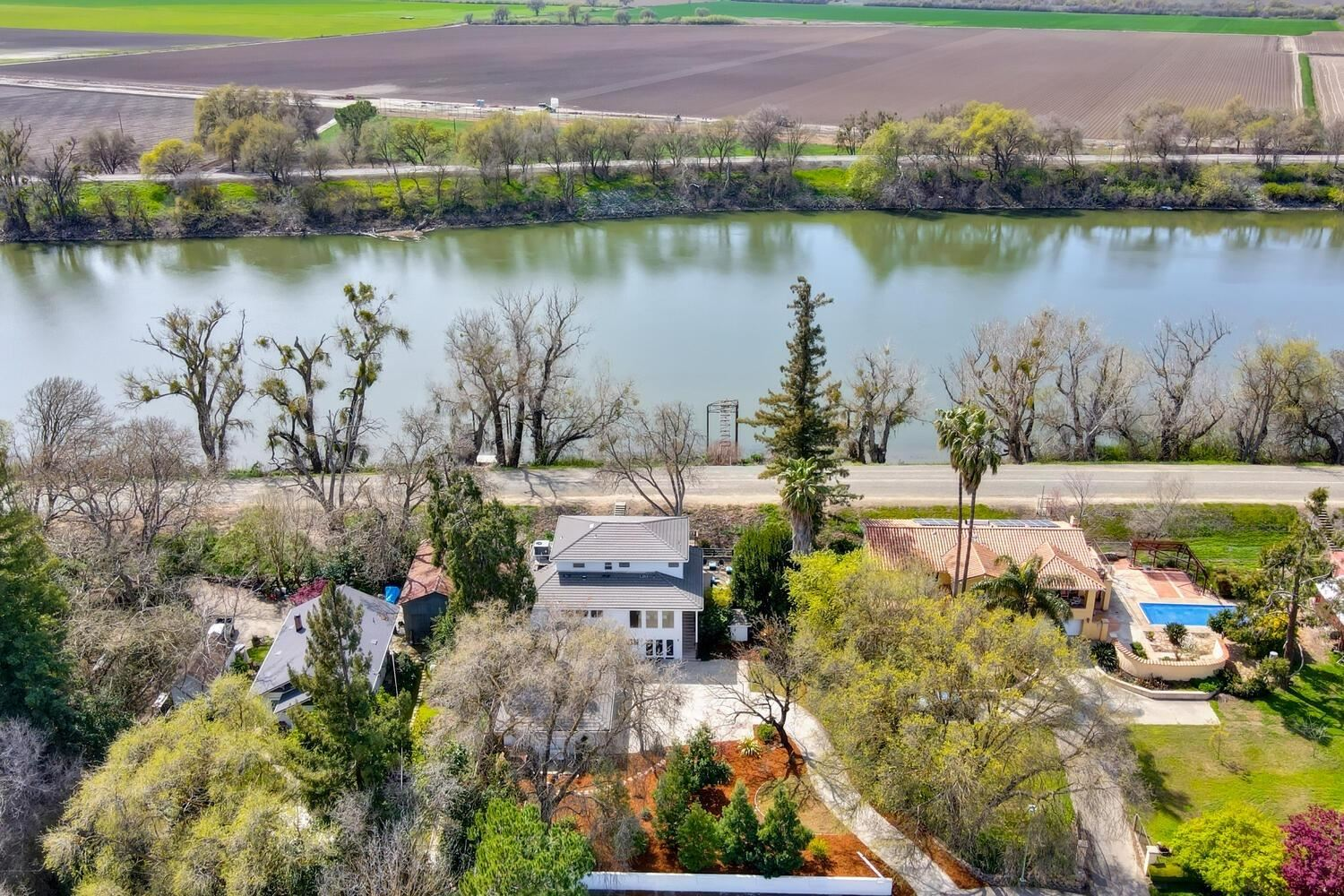 Photo of 203 River Acres Drive, Sacramento, CA 95831 (MLS # 221031377)