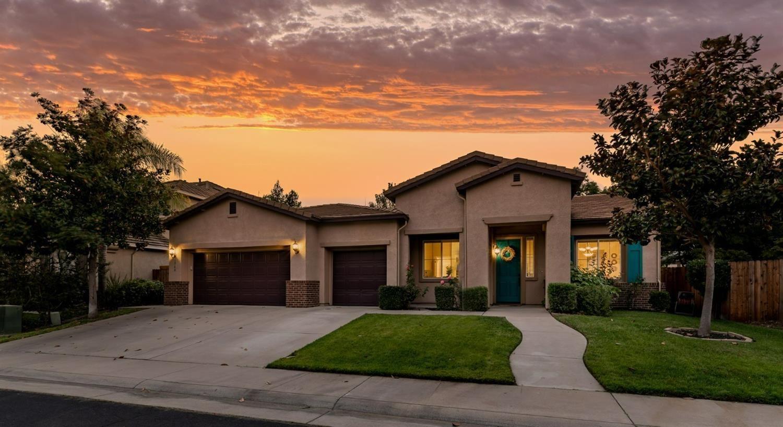 Photo of 1740 Windrush Lane, Roseville, CA 95747 (MLS # 221118383)