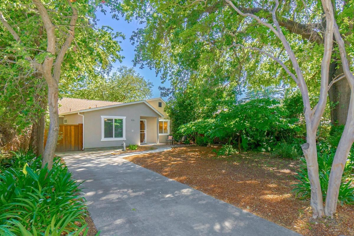 Photo of 215 19th Street, West Sacramento, CA 95691 (MLS # 221049387)