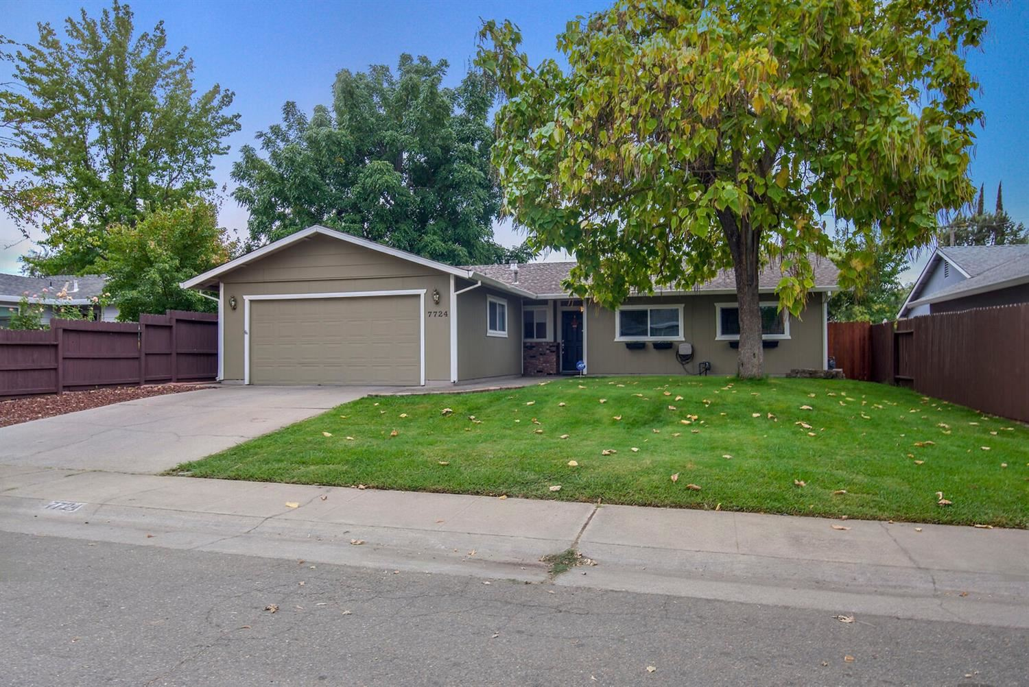 Photo of 7724 Spring Valley, Citrus Heights, CA 95610 (MLS # 20062391)