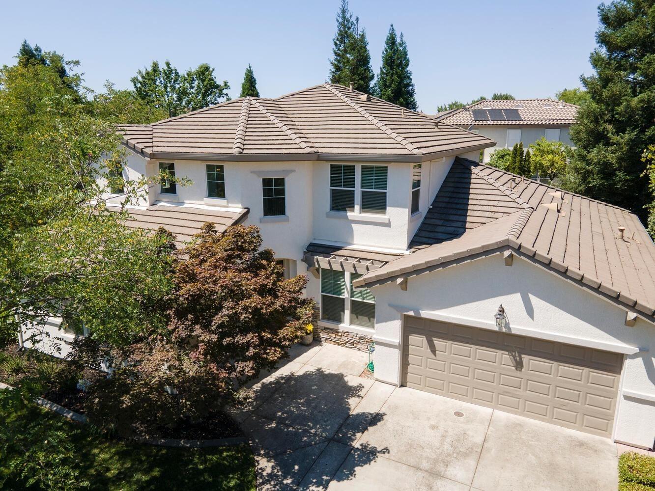 Photo of 2509 Macero Street, Roseville, CA 95747 (MLS # 221066392)