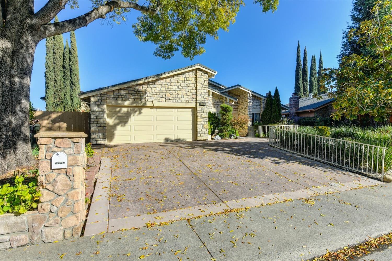 Photo of 8138 Robert Creek Court, Citrus Heights, CA 95610 (MLS # 221015416)