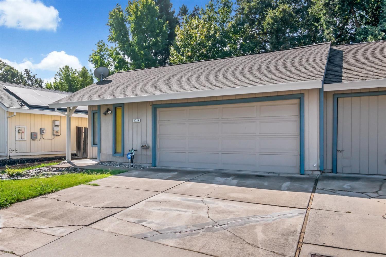 Photo of 1724 Tourney Way, Sacramento, CA 95833 (MLS # 221118430)