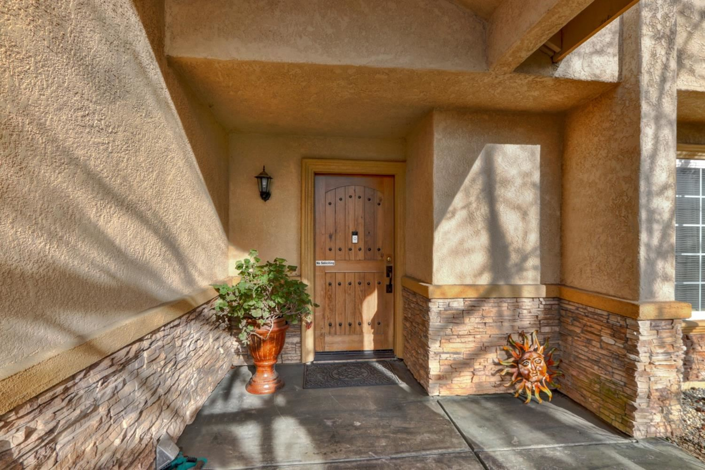 Photo of 6920 Sunburst Way, Citrus Heights, CA 95610 (MLS # 221015431)