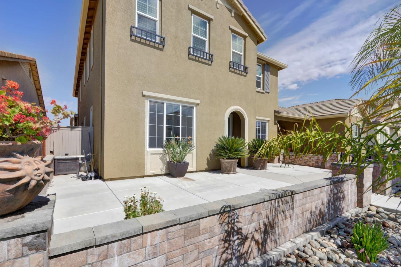 Photo of 8477 Carambola Way, Elk Grove, CA 95757 (MLS # 221116432)