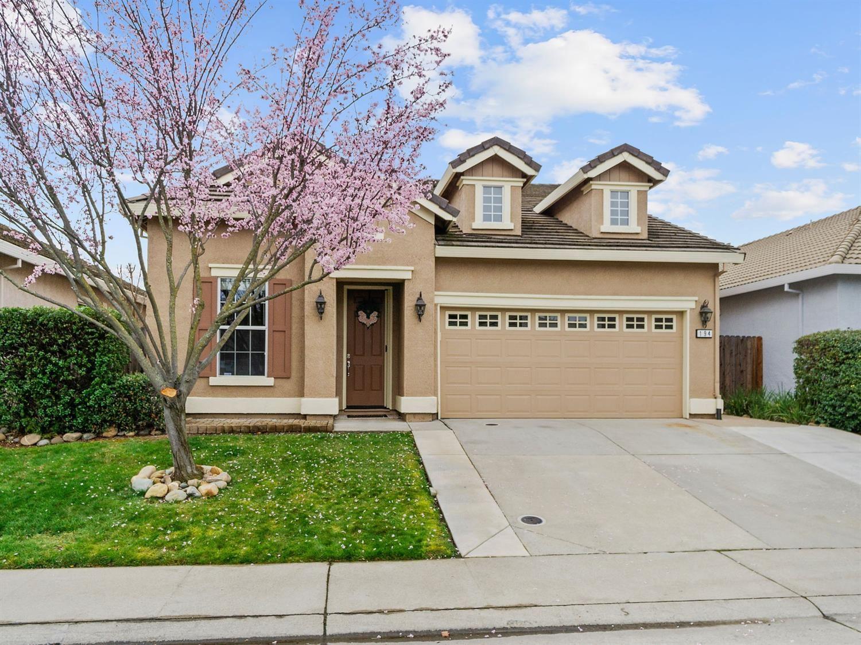 Photo of 194 Oxburough Drive, Folsom, CA 95630 (MLS # 221006434)