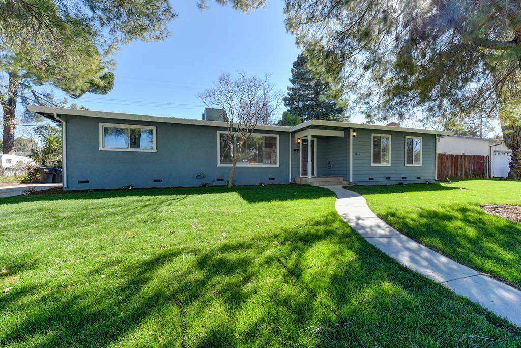 Photo of 5450 Greenbrier Way, Fair Oaks, CA 95628 (MLS # 221010440)