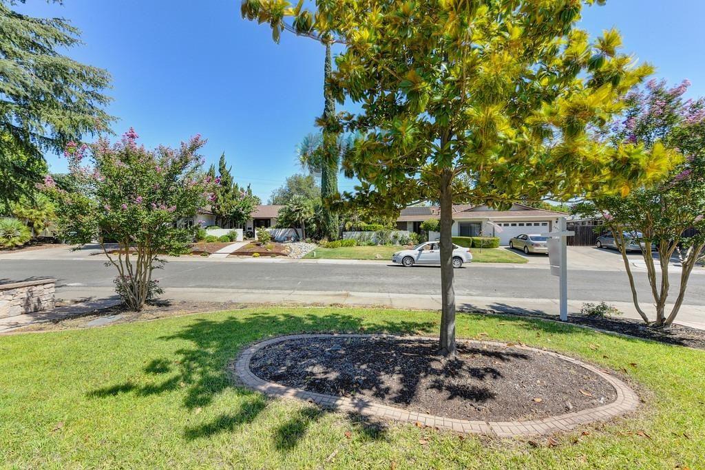 Photo of 7050 Los Olivos Way, Carmichael, CA 95608 (MLS # 221114443)
