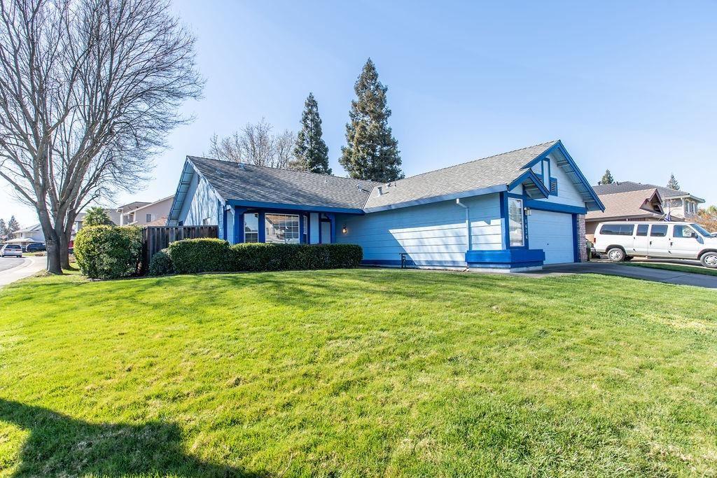 Photo of 1636 Alnwick Drive, Roseville, CA 95747 (MLS # 221012448)