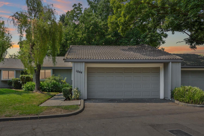1044 Johnfer Way, Sacramento, CA 95831 - MLS#: 221096459