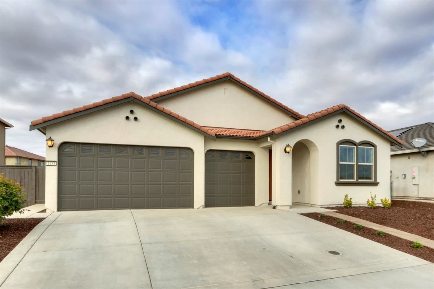 Photo of 153 Old Coach Drive, Roseville, CA 95747 (MLS # 221133475)