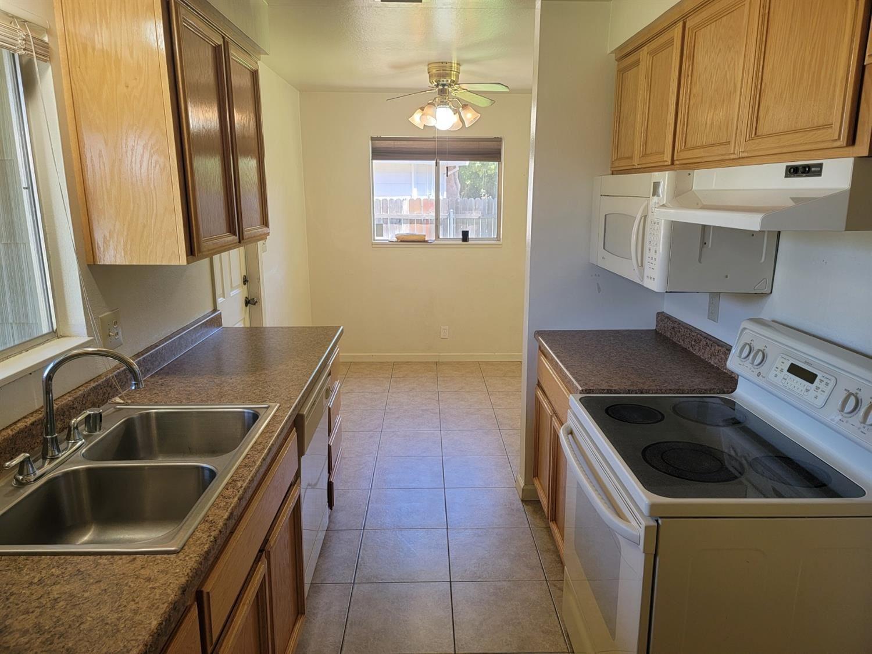 Photo of 2611 Del Rey Court, Rancho Cordova, CA 95670 (MLS # 221065477)