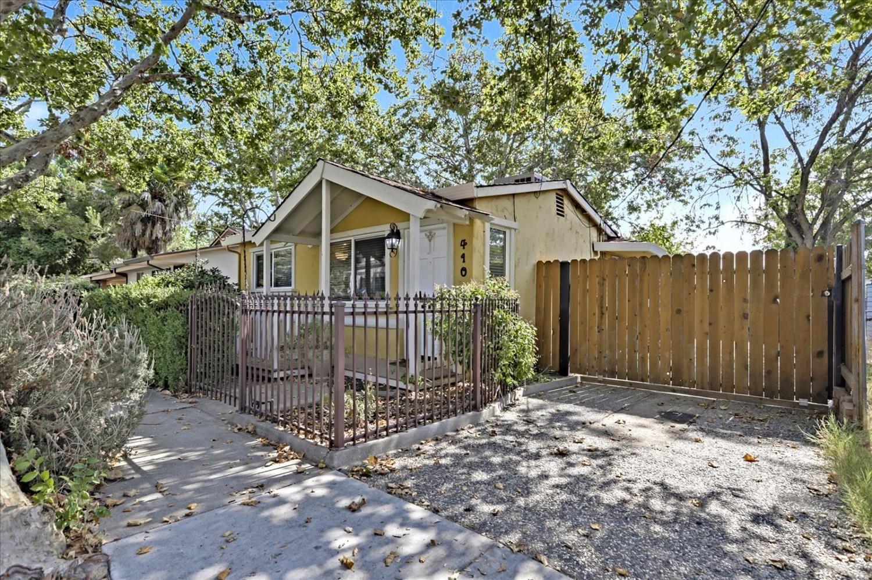 Photo of 410 Berkeley Avenue, Roseville, CA 95678 (MLS # 221118487)