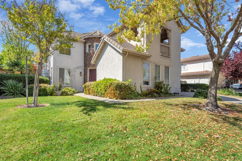 Photo of 1433 Kilrenny Court, Folsom, CA 95630 (MLS # 221026489)