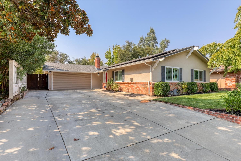 Photo of 1604 Truscott Court, Roseville, CA 95661 (MLS # 221118502)