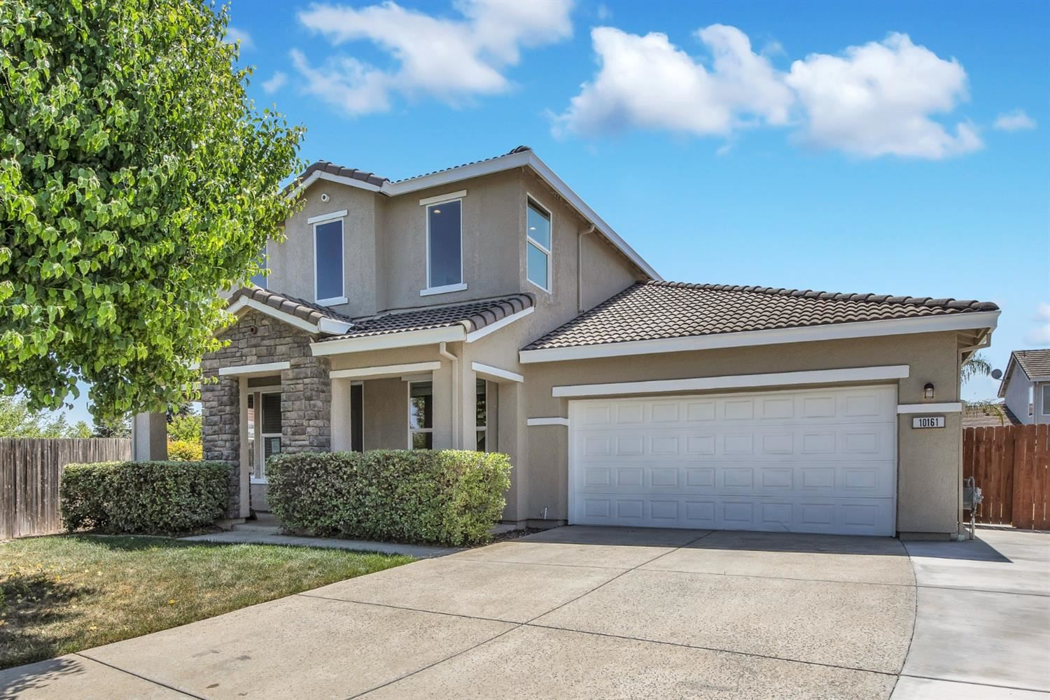 Photo of 10161 Trafton Court, Elk Grove, CA 95757 (MLS # 221026504)