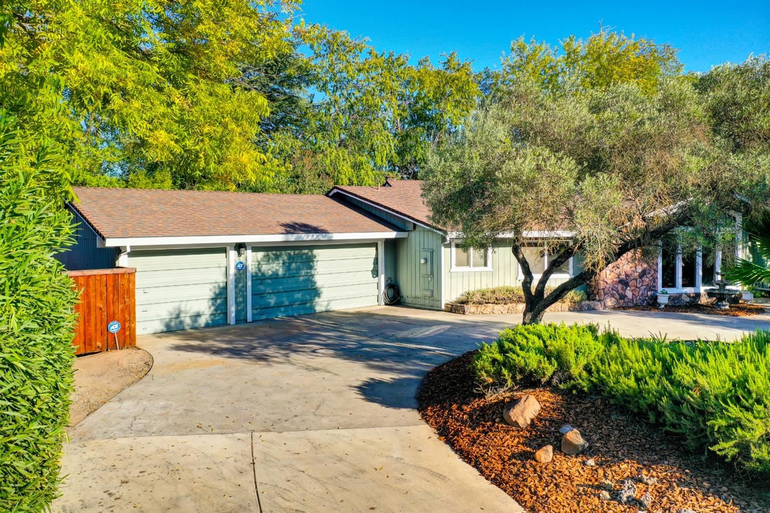 Photo of 8331 Olive Hill Court, Fair Oaks, CA 95628 (MLS # 20063523)
