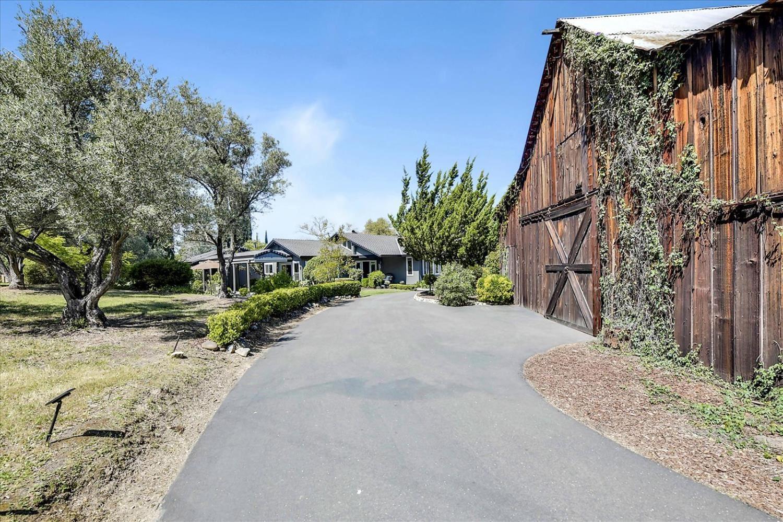 Photo of 6605 Lou Place, Granite Bay, CA 95746 (MLS # 221030547)