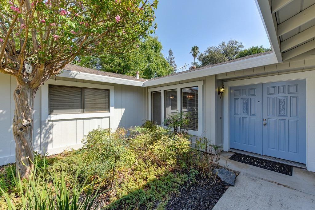 Photo of 5437 Elsinore Way, Fair Oaks, CA 95628 (MLS # 221110548)