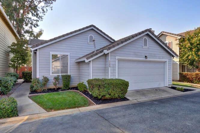 Photo of 9389 Laguna Pointe Way, Elk Grove, CA 95758 (MLS # 221118550)