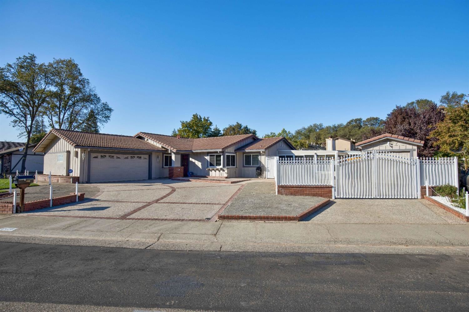 Photo of 6425 Indian River Drive, Citrus Heights, CA 95621 (MLS # 20063555)