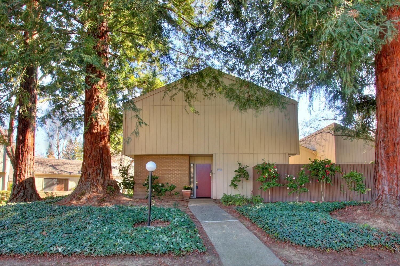 Photo of 1371 Commons Drive, Sacramento, CA 95825 (MLS # 221008563)