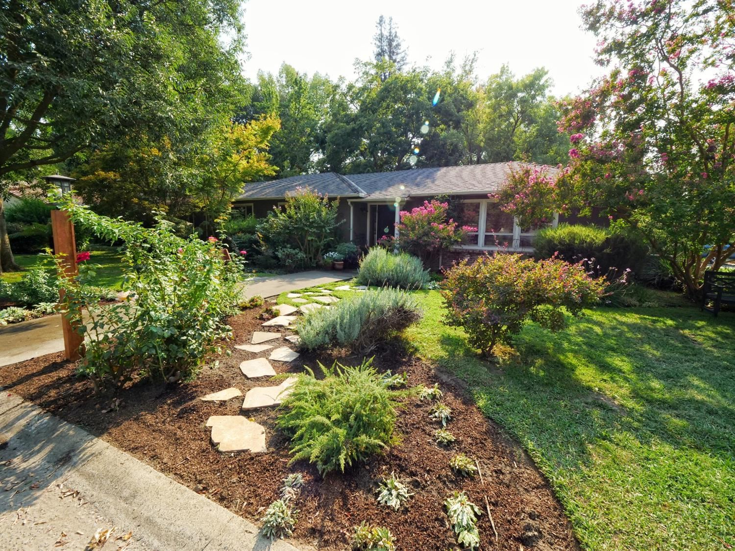 Photo of 970 Sagamore Way, Sacramento, CA 95822 (MLS # 20063564)