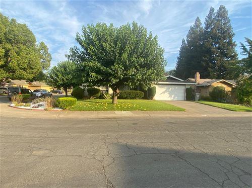 Photo of 40 Grand Rio Circle, Sacramento, CA 95826 (MLS # 221093571)