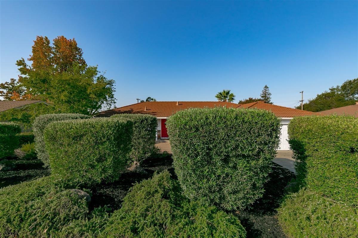 Photo of 122 Rugosa Drive, Folsom, CA 95630 (MLS # 20062571)