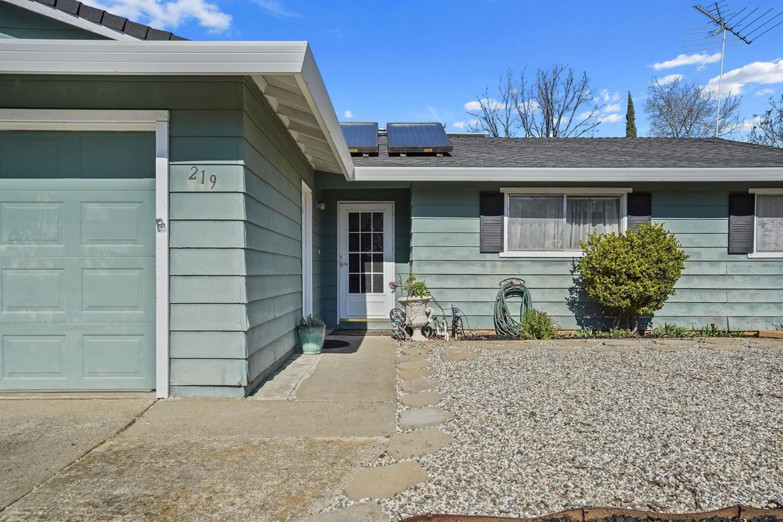 Photo of 219 Frankwood Drive, Folsom, CA 95630 (MLS # 221004596)
